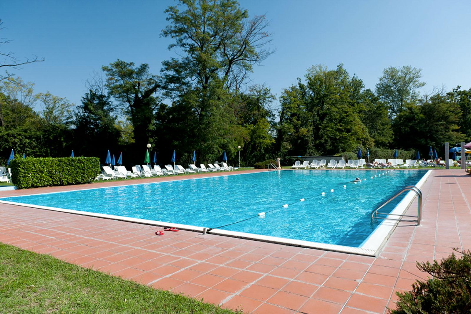 Gym and fun palestra a buccinasco mi con piscina tennis e 2 sale corsi spinning step e - Palestra con piscina ...